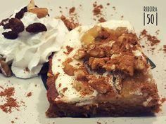 Good Morning!  Come and try our cake of the day ;)  Bom dia!  Venha experimentar o nosso bolo do dia ;)