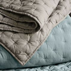 Tuck-Stitch Quilt + Shams - Modern - Quilts And Quilt Sets Machine Quilting, Hand Quilting, Crazy Quilting, Tie Quilt, Textiles, Quilt Sets, Quilt Tutorials, Quilting Designs, Quilting Ideas