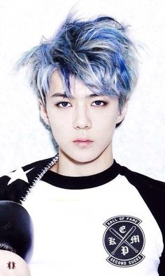 Sehun always has really cool hair. He pulls it off so well because he's gorgeous, though. <3