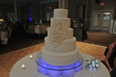 yellow and navy wedding flowers Navy Wedding Flowers, All White Wedding, Floral Wedding Cakes, Wedding Cakes With Flowers, Wedding Cake Designs, Wedding Table Setup, Wedding Cake Stands, Cake Table, Dessert Table