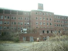 Glen Dale Hospital in Prince Georges County, Maryland Haunted Asylums, Abandoned Asylums, Abandoned Places, Haunted Houses, Abandoned Homes, Spooky Places, Haunted Places, Old Buildings, Abandoned Buildings