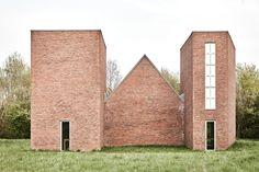 Per Kirkeby   Tres Capillas   Kirkeby Field   Museo Hombroich   Neuss, Alemania   2000