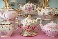 Vintage china tea pots, pink and floral Shabby Chic, Shabby Vintage, Vintage Table, Vintage Teapots, Tea Sets Vintage, Vintage Party, Vintage Floral, Vintage Items, Antique China