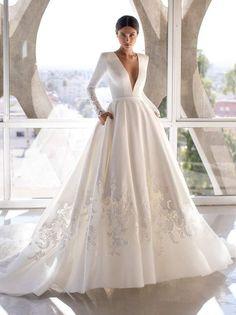 Classy Wedding Dress, Stunning Wedding Dresses, Princess Wedding Dresses, Dream Wedding Dresses, Bridal Dresses, Wedding Gowns, Off White Dresses, Sophisticated Bride, The Dress