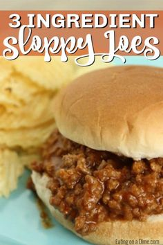 This easy Sloppy Joes recipe is easy to make and taste better than Manwich sloppy joes in a can. How to make sloppy joes with ketchup and brown sugar. You are going to love this quick and easy homemade sloppy joes recipe! Pinchos Caprese, Homemade Sloppy Joes, Easy Sloppy Joes, Healthy Sloppy Joes, Turkey Sloppy Joes, Beste Burger, Do It Yourself Food, Le Diner, The Fresh