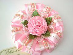 Одноклассники Satin Flowers, Felt Flowers, Diy Flowers, Fabric Flowers, Flower Hair Bows, Flowers In Hair, Ribbon Crafts, Flower Crafts, Kanzashi Tutorial