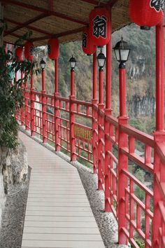 Red Balcony, Fangweng Restaurant, Yichang, China