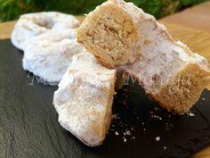 Otro de los postres tradicionales malagueños son los conocidos roscos de vino. Para elaborarlos se puede utilizar vino dulce de Málaga ... Crazy Cakes, Christmas Sweets, Malaga, Doughnuts, Cornbread, Sweet Tooth, Gluten Free, Cheese, Vegan