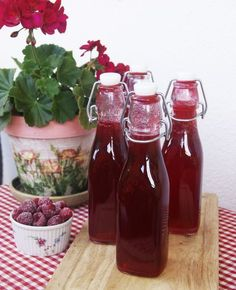Syrop malinowy Sweet Jars, Polish Recipes, Polish Food, Meals In A Jar, Beverages, Drinks, Keto Diet For Beginners, Canning Recipes, Simple Syrup