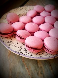 Macaron, mióta kipróbáltuk, nem győzök eleget készíteni belőle! Mindig csodásan sikerül! Hungarian Desserts, Hungarian Recipes, Hungarian Cake, Macaron Flavors, Macaron Recipe, Smoothie Fruit, Cake Recipes, Dessert Recipes, Pavlova