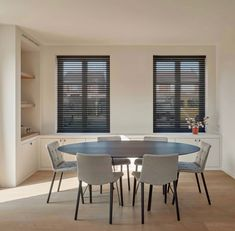 Client setting Walter Knoll & Interni Edition by Samyn Wonen. Dining Room, Dining Table, Furniture, Home Decor, Decoration Home, Room Decor, Dinner Table, Home Furnishings, Dining Room Table