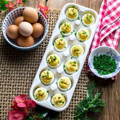 15 Make-Ahead Appetizers to Simplify Your Easter Picnic Deviled Eggs with Fresh Herbs Herb Recipes, Entree Recipes, Appetizer Recipes, Picnic Recipes, Gf Recipes, Healthy Recipes, Make Ahead Appetizers, Healthy Appetizers, Thanksgiving Side Dishes