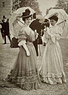 Les Modes — Toilettes vues aux courses, photo by Ed. 1900s Fashion, Edwardian Fashion, Vintage Fashion, Women's Fashion, Gothic Fashion, Ladies Fashion, Fashion Ideas, French Fashion, Fashion 2018
