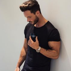 Daniel sur Instagram : So many questions regarding my hair styling product... I am using the grooming paste from @blhairuk #blacklabel Daniel Magic Fox, Daniel Fox, Street Style Vintage, Beard Styles, Hair Styles, Outfits Hombre, Sexy Beard, Hipster Man, Posing Guide