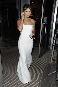 Chloe Lewis in ivory strapless, Crepe, floor length gown 'Mira' to the National Television Awards 2019 by designer Suzanne Neville Chloe Lewis, Floor Length Gown, Crepe Dress, Celebs, Celebrities, Formal Dresses, Wedding Dresses, Awards, Ivory