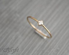 A real present for yourself or someone else! This lovely tiny 14k solid golden ring with a wonderfull diamond. Its handmade of 1mm wire.