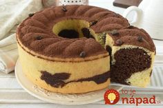 Potrebujeme:280 g hl. múky3 vajcia200 g kr. cukru200 ml smotany na šľahanie1 vrecko prášku do pečiva50 ml slnečnicového oleja20 g kakaového prášku2 čajové lyžičky rozpustnej kávy   trochu rumuPostup:Vyšľaháme vajcia s cukrom po dobu 15 … Sweet Desserts, Sweet Recipes, Cake Recipes, Dessert Recipes, Torta Angel, German Baking, Torte Cake, Oreo Cheesecake, Savoury Cake