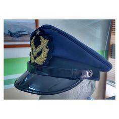 Gorra de plato de oficiales subalternos de la Fuerza Aerea de Chile    Chilean Air Force junior officers visor cap. 25ac0f2b097