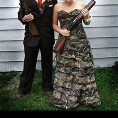 Realtree Camo Prom Dresses and Formal Wear Big Game Hunting - Kids and parenting Redneck Wedding Dresses, Camo Wedding Dresses, Redneck Weddings, Camouflage Prom Dress, Camouflage Wedding, Groom In Jeans, Prom King And Queen, Hunting Wedding, Cute Wedding Ideas