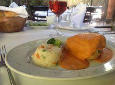 Chile capeado relleno de Marlin en salsa de Tomate