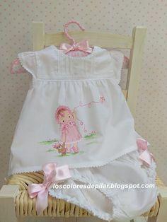 New sewing baby girl gifts kids ideas Frocks For Girls, Little Girl Dresses, Flower Girl Dresses, Vintage Baby Dresses, Toddler Girl Outfits, Kids Outfits, French Baby Clothes, Smocking Baby, Baby Dress Design
