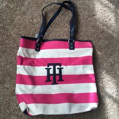 Tommy purse Worn for a short while Tommy Hilfiger Bags Shoulder Bags