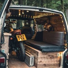 """When they say """"Girls shouldn't ride a bike"""" ?Via - camper ideas - Bike Auto Camping, Camping Car Van, Truck Camping, Motorcycle Camping, T3 Vw, Models Men, Monospace, Kombi Home, Vw T"""