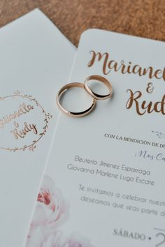Elige correctamente la carta de presentación de tu boda, con estos consejitos.    #Matrimoniocompe #Organizaciondebodas #Matrimonio #Novios #TipsNupciales #CaminoAlAltar #MatriPeru #BodaPeru #InvitacionesDeBoda #PartesMatrimoniales Place Cards, Place Card Holders, Courthouse Wedding, Wedding Card, The Originals, Boarding Pass, Introduction Letter