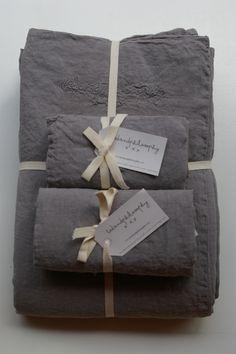 pellavainen paripeiton pussilakana ja tyynyliinat, orage (ukkosmyrskyn harmaa) . linen bedlinen for double cover and pillowcases, gray, 240x220cm and 50x70cm