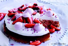 Kokoskuchen mit Erdbeer-Marshmallow-Küsschen
