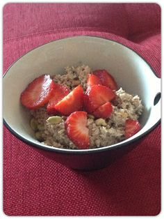 Low carb 'Oatmeal': Almond Flour porridge. Made this morning...very tasty! Will definitely be making again. Love almonds and coconut.