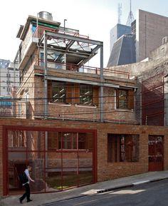 Restauração de casa antiga: Marília Superlimão Studio