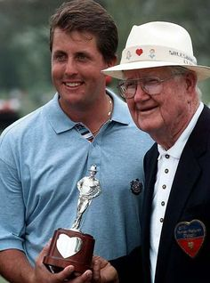 Phil Mickelson and the great Byron Nelson, two great champions. Honored to have met the both several years ago! Famous Golfers, Byron Nelson, Golf Pga, Phil Mickelson, Masters Golf, Best Golf Courses, Golf Player, Golf Lessons, Sports Stars