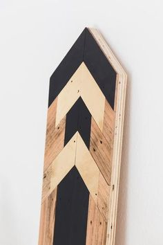 Reclaimed Wood Wall Art, Black and Gold Arrow Design, Modern Style Reclaimed Wood Wall Art, Reclaimed Wood Projects, Wooden Wall Art, Wall Wood, Diy Home Crafts, Handmade Crafts, Wood Arrow, Wood Scraps, Wooden Picture