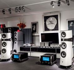 Focal Sopra N°2 Speakers Driven by McIntosh and Reimyo Electronics. High end audio audiophile