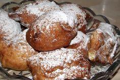 Retete Culinare - Gogosi cu lingura Gourmet Recipes, Sweet Recipes, Healthy Recipes, Romanian Food, Romanian Recipes, Just Bake, Beignets, Easy Cooking, Pretzel Bites