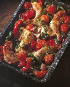 Hähnchenschenkel mit Tomaten vom Blech | Kalorien: 345 Kcal - Zeit: 1 Std. | http://eatsmarter.de/rezepte/haehnchenschenkel-mit-tomaten-vom-blech
