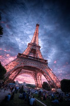 1. Enjoy sunset at the Eiffel Tower.