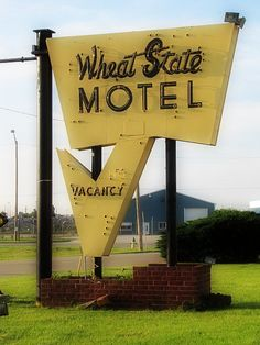 Wheat State Motel in McPherson, Kansas. Vintage Signs For Sale, Vintage Neon Signs, Retro Signage, State Of Kansas, Old Signs, Business Signs, Advertising Signs, Googie, Mellow Yellow