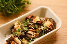 """Opskriften på disse fyldte champignons er inspireret af en opskrift på fyldte portobello svampe i Jane Faerbers nye LCHF kogebog """"Mæt og slank med LCHF. Jeg kunne ikke skaffe portobellosvampe, men ..."""