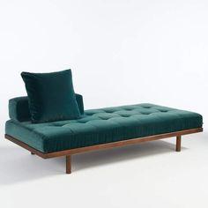 le retour de la banquetteC'est le grand retour de la banquette. Le divan quitte le cabinet du psy et se transforme en canapé de repos. « Heraclite », AM.PM., 1 290 €. Chicago Furniture, Iron Furniture, Bench Furniture, Cheap Furniture, Furniture Design, Luxury Furniture, Chaise Lounges, Lounge Sofa, Sofa Set