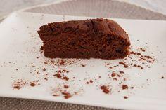 Il sapore della zucca e quello del cioccolato si sposano alla perfezione. Soffice e golosa, questa torta piacerà a tutti. Senza glutine, senza latticini, senza frutta secca. Ideale per la festa di Halloween o qualsiasi altra ricorrenza.