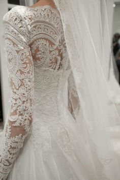 Gorgeous #wedding #dress This is a beautiful dress that my best friend would love! @Sidney Chiu Chiu Chiu