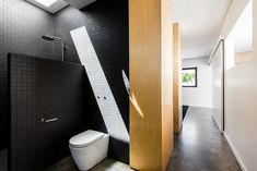 Triangle-Shaped Residence Creatively Built on Small Lot in Australia: Mount Lawley House. The triangle house by Robeson Architects. Grand Designs Australia, Perth Australia, Triangle House, Built In Cabinets, Grey Flooring, Clever Design, Better Homes And Gardens, Architect Design, Beautiful Bathrooms