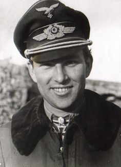 ✠ Gerhard Barkhorn (March 20th, 1919 - January 11th, 1983) RK 23.08.1942 Oberleutnant Staffelkapitän 4./JG 52 11.01.1943 [175. EL] Oberleutnant Staffelkapitän 4./JG 52 02.03.1944 [52. Sw] Hauptmann Kdr II./JG 52