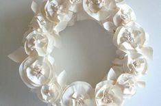 Bastelidee für Frühlingsdeko mit Blumenkranz aus Papier - fresHouse