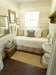 Decorating for a small bedroom. Traditional Bedroom Small Bedroom Design, Pictures, Remodel, Decor and Ideas Small Guest Rooms, Guest Bedrooms, Tiny Bedrooms, Cottage Bedrooms, Romantic Bedrooms, Master Bedrooms, Master Suite, Master Bathroom, Home Interior