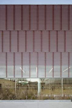 Image 15 of 18 from gallery of Gymnase Jean Gachet / LINK - Chazalon Glairoux Lafond - architectes associés. Photograph by Milène Servelle Architecture Metal, Theatre Architecture, Facade Pattern, Building Skin, Expanded Metal, Under The Lights, Facade Design, Modern Buildings, Cladding