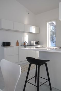 Hannas Home / kitchen / white interior / Kotimme keittiö Monochrome Interior, Kitchen White, White Houses, House Rooms, Dream Life, Home Kitchens, Lifestyle, Blog, Furniture