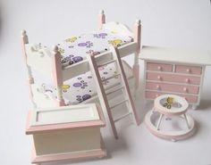 Hier gibt es Miniaturen zum Sammeln für die Puppenstube, Puppenhaus, Eisenbahn oder Modellbau !       Dieses schicke und moderne Puppenhaus Kinderzimmer in den Farben rosa - weiss ist ein Hingucker.